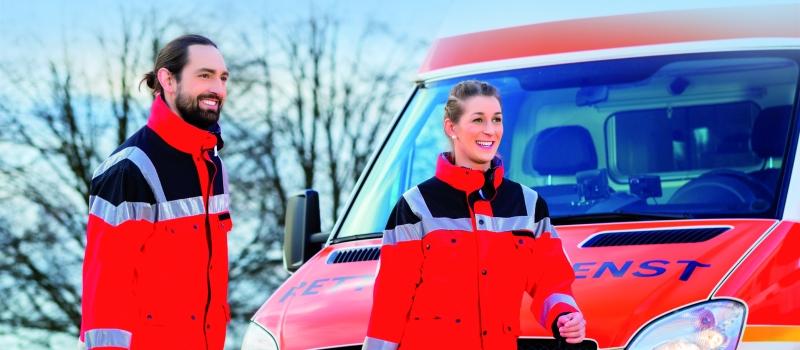 PVA Leasing Notarzt und Sanitäter vor Krankenwagen